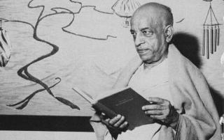 Srila-prabhupada-with-the-original-srimad-bhagavatam
