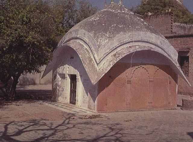 THE SAMADHI TOMB OF RUPA GOSWAMI, RADHA-DAMODARA TEMPLE, VRNDAVANA.